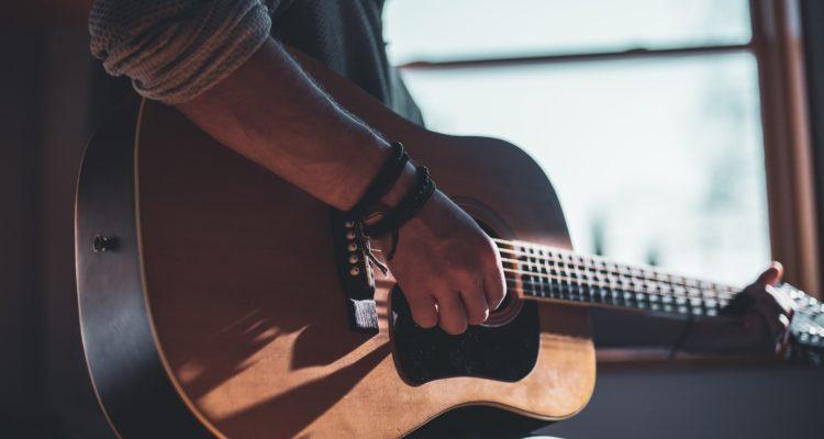 Yamaha F370DW Acoustic Guitar Review
