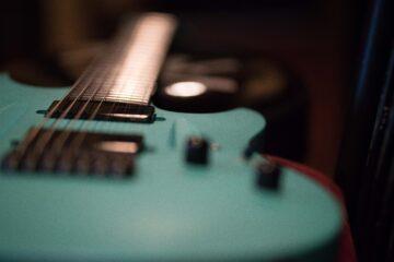 Electric guitar focus